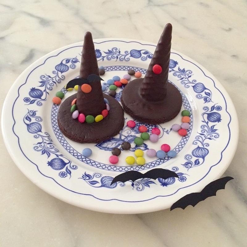 Cappelli di strega al cioccolato per Halloween