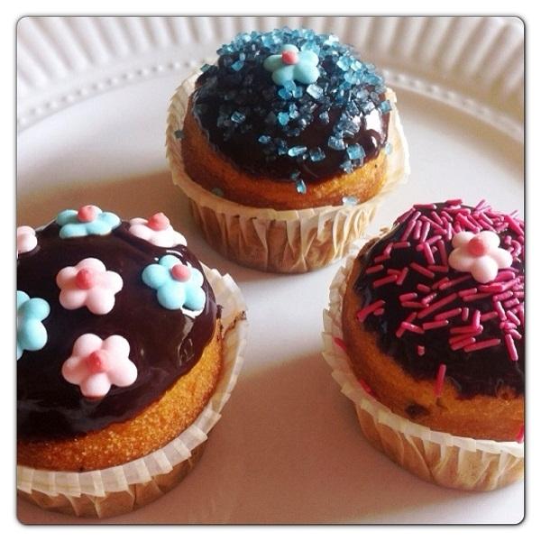 Muffin dolci Pattìni con glassa al cioccolato
