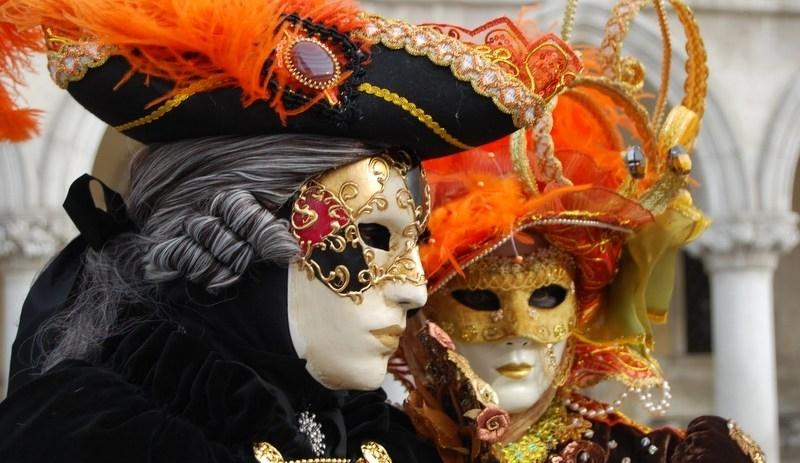 Carnevale in piazza: maschere, carri e giochi tradizionali