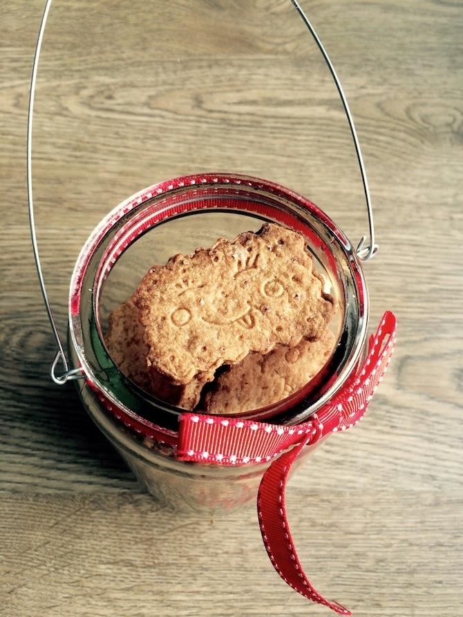 Biscotti allo zenzero e cannella: un dolce regalo handmade per Natale