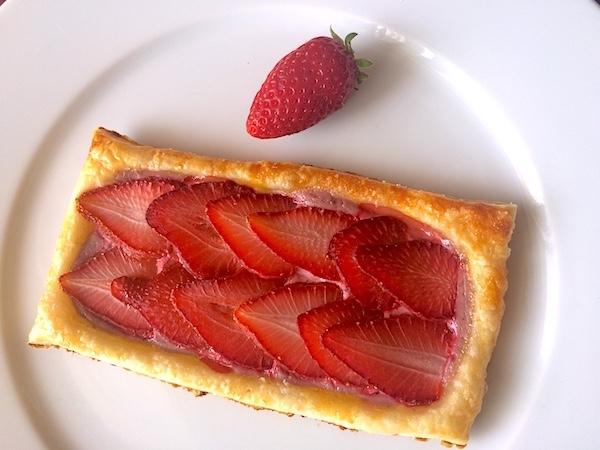 La colazione per la festa della mamma: sfogliatine alle fragole