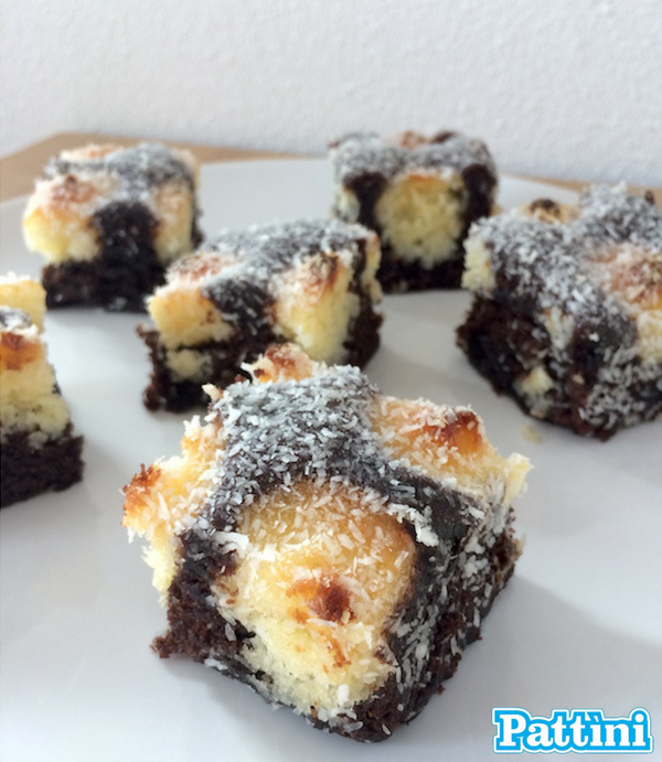 Ricetta dei brownies bianchi e neri al cocco