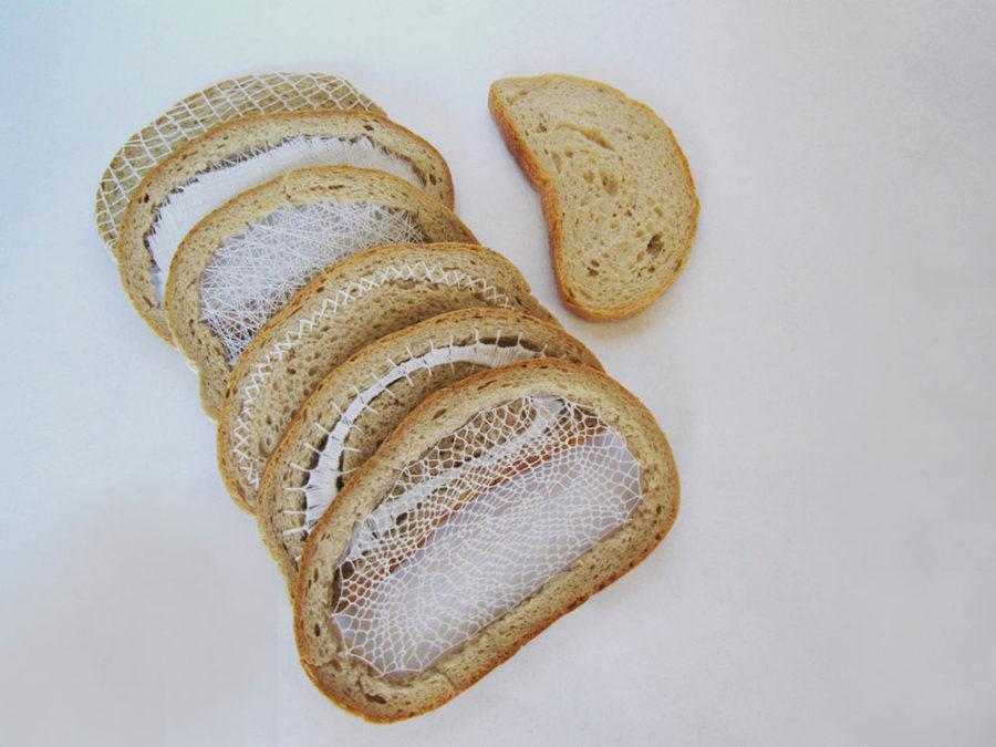 Il pane che viene cucito
