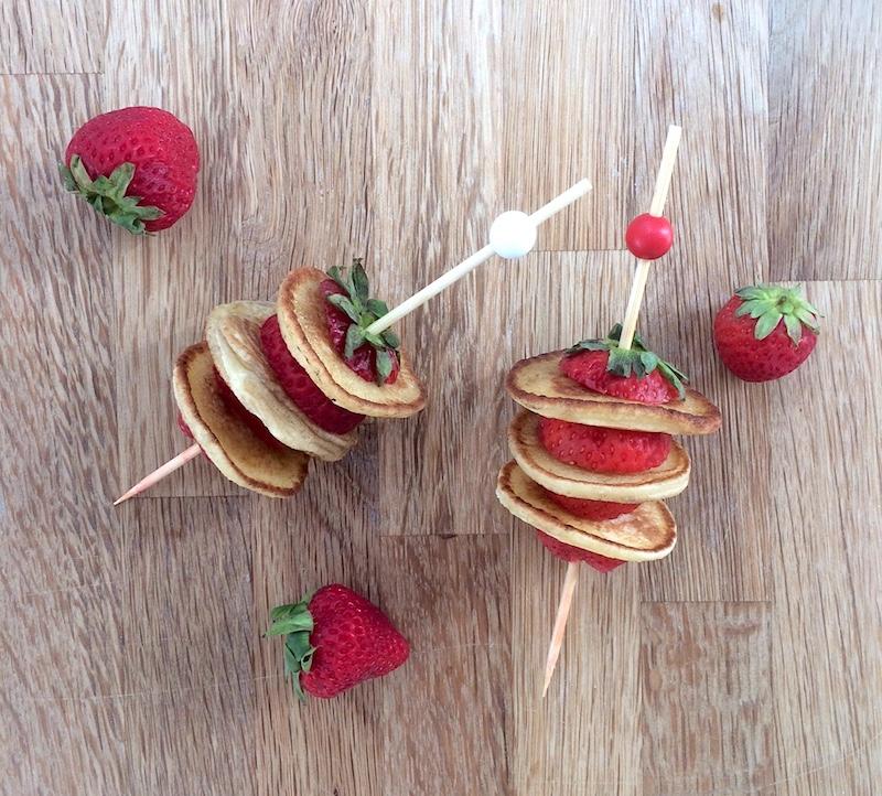 Colazione/merenda dell'estate: spiedini fragole e pancake