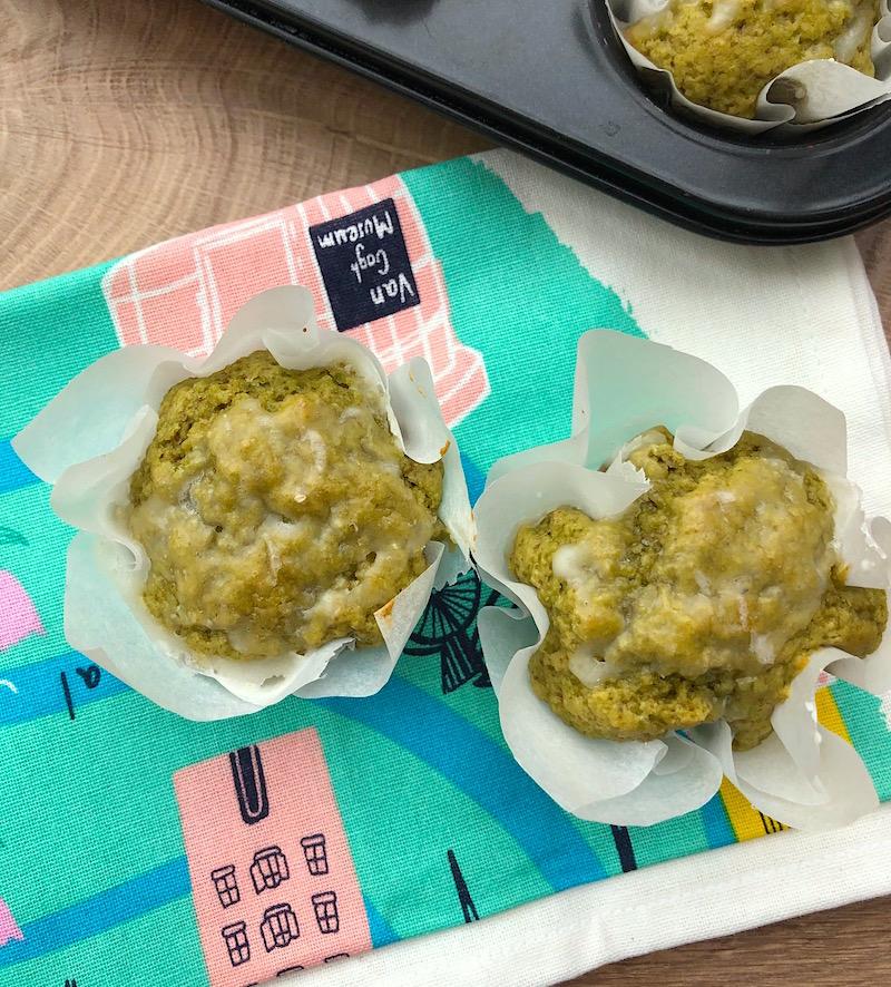 Muffin soffici con limone e tè matcha