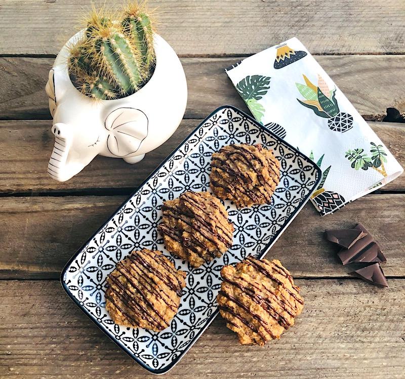 Biscotti al burro di arachidi con avena e banane