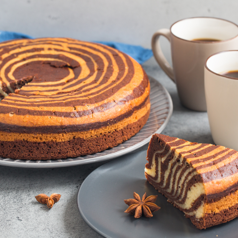Fetta torta bicolore cacao e vaniglia
