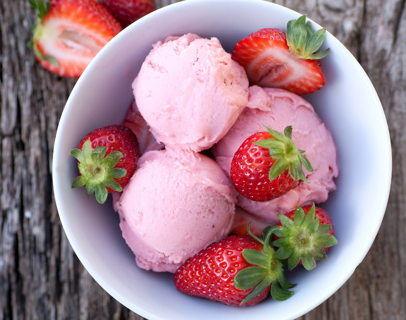 Gelato alla fragola facile: ricetta senza gelatiera