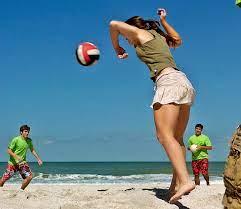 Le Olimpiadi in vacanza: giochi da spiaggia con la palla